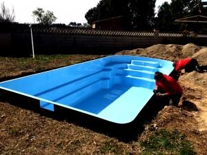 construccio piscina poliester